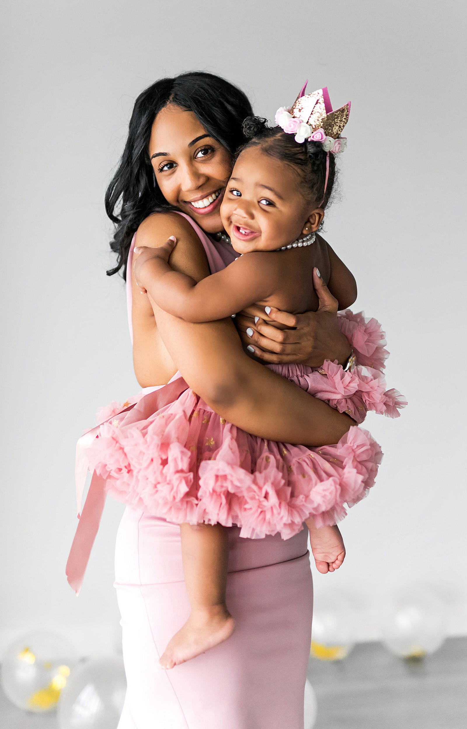briana williams hugs her daughter