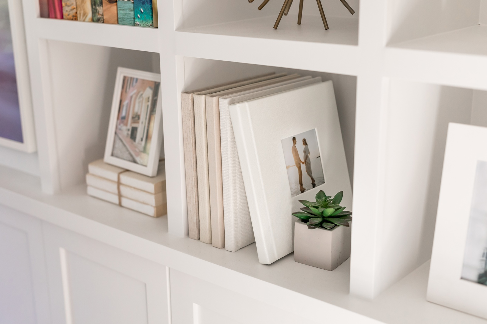 photo albums in shades of white from Finao