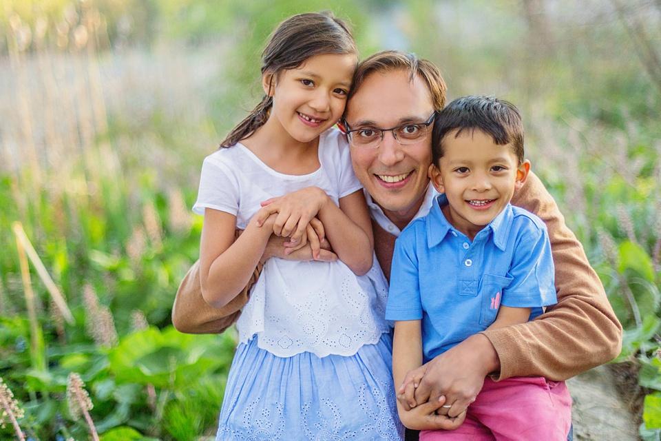 Photo of children with dad in arnold arboretum.