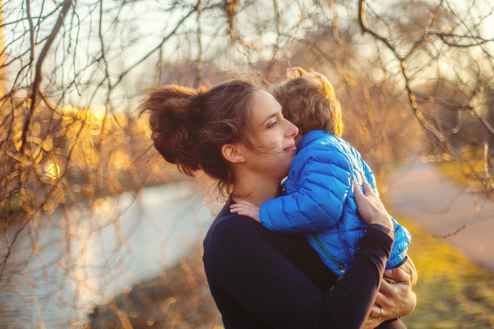 Mom and son photographed using natural light by the Charles River Esplanade.