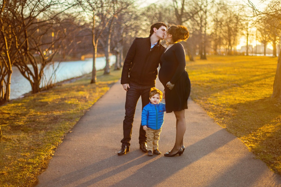 Maternity/family photography session, taken by the Charles River Esplanade.